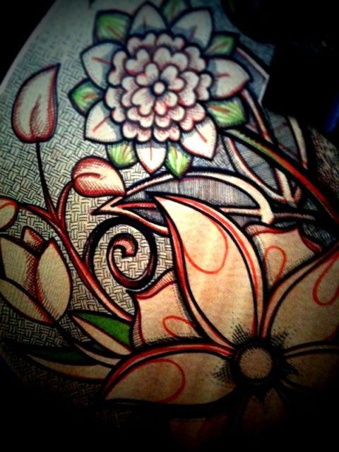 Flower drawing on Justin Michael's guitar (2/3)