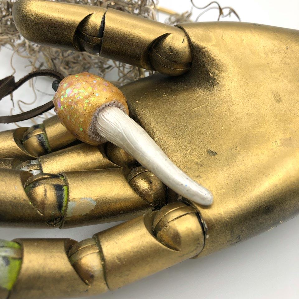 gold glitter mushroom pendant detail 2